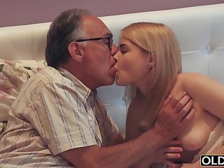 18 yo girl kissing and romps her step dad in his bedroom